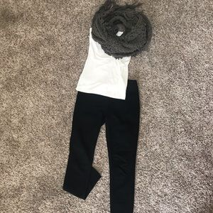 Accessories - Grey Pure Hand-knit Scarf 🧣 Like New!